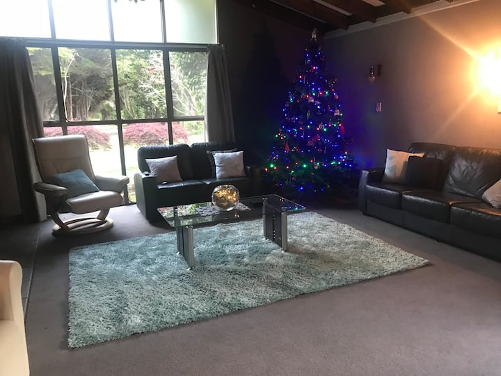Stunning holiday home in Waikanae, 6+ bedrooms