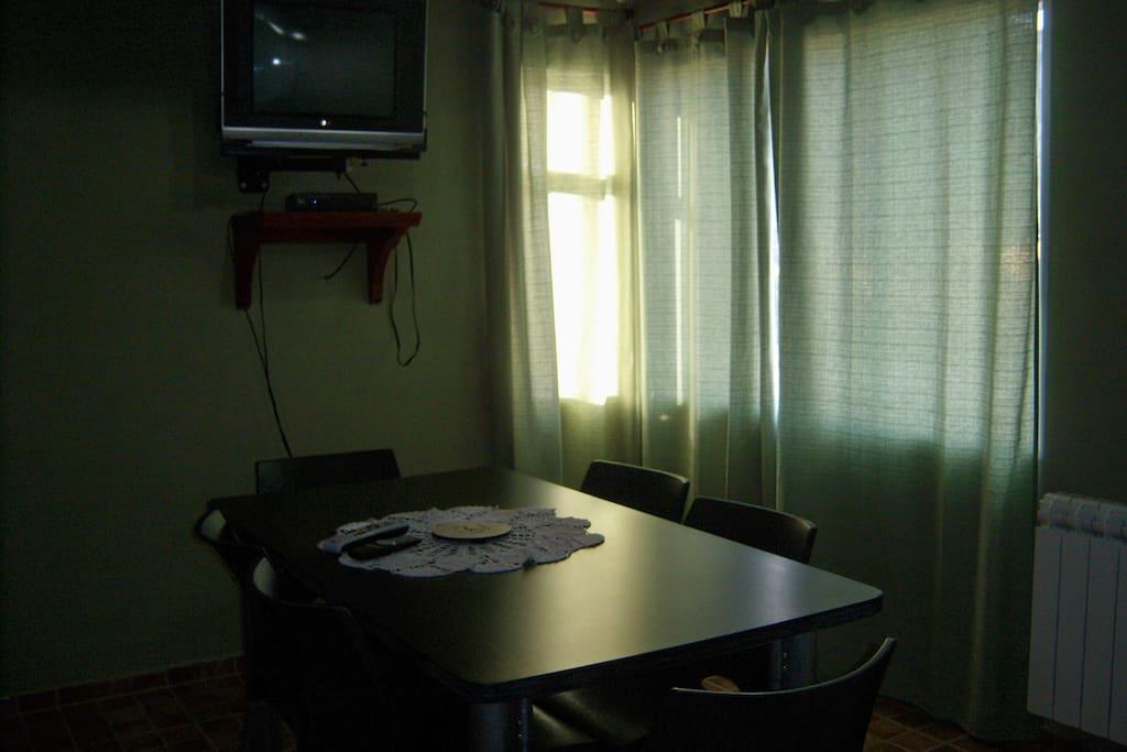 DTO 3 *1er piso: cocina, comedor, living c/sofá cama, baño;  *2do piso: habitación c/cama matrimonial, habitación c/3 camas individuales, baño.