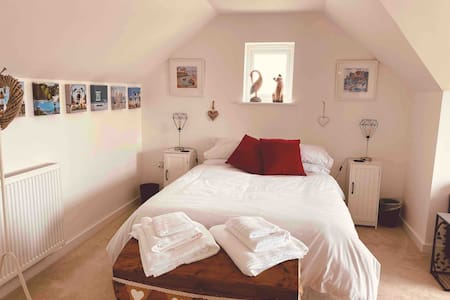 Wagtail - Spacious top floor Studio in Cornwall