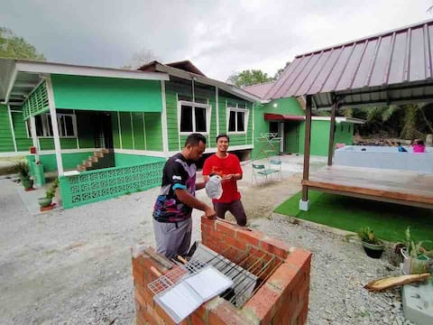 De Ruba'i Houz Kg House with pool, wifi & Netflix