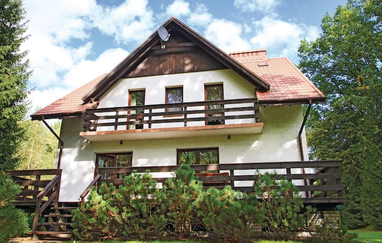 Holiday cottage with 5 bedrooms on 200 m² in Swietajno