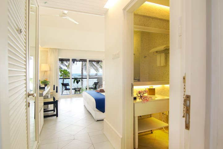 Twin-Bed Beachfront with Complimentary Minibar