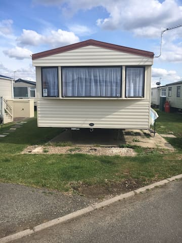 Caravan, a stones throw from the beach