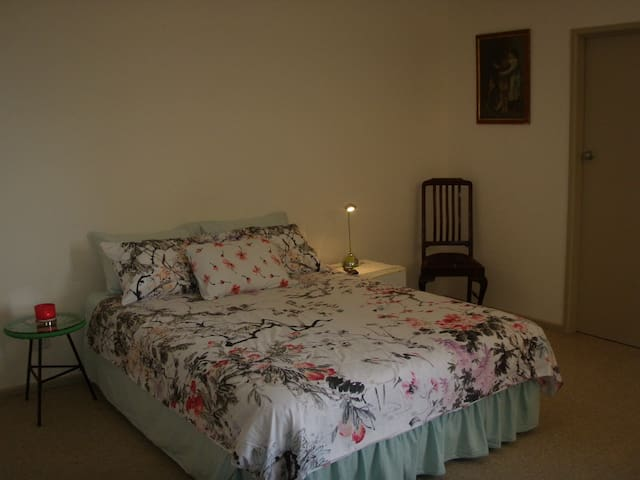 Ensuite Bedroom, close to Avalon, Geelong CBD.