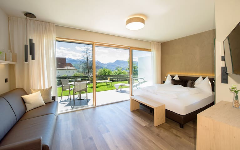 "Modern Apartment ""App. Weißburgunder"" with Mountain View, Wi-Fi, Garden, Pool, Sauna & Jacuzzi; Parking Available"