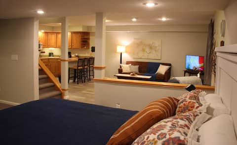 Lower Level Guest Suite w/ Kitchenette