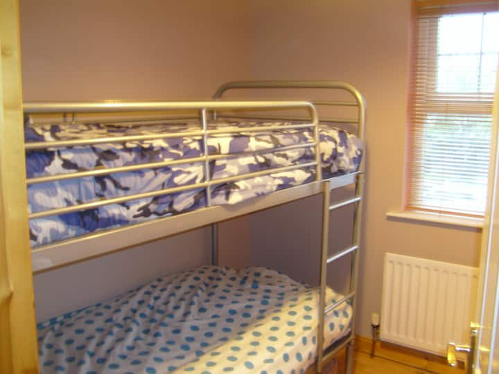 Cosy, single/twin room in quiet residential area