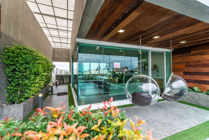 Luxury bedroom at Nimman with Swimming Pool