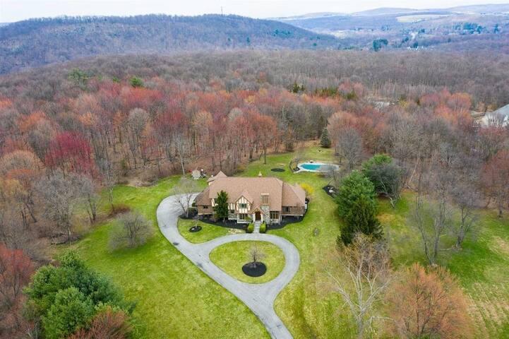 Hudson Valley Mountain House Thanksgiving Retreat