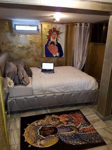 Celebrity's 2nd Queens Room by JFK & LGA