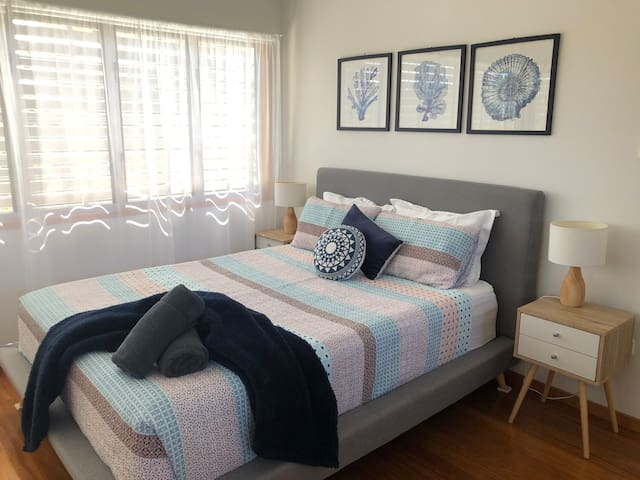 Main bedroom with full size en-suite, large walk in robe and TV