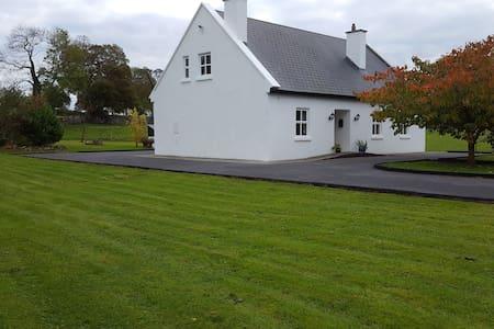 Traditional Irish Cottage West of Ireland - Mayo - 小木屋