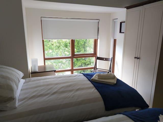 Harbour View Bedroom twin beds