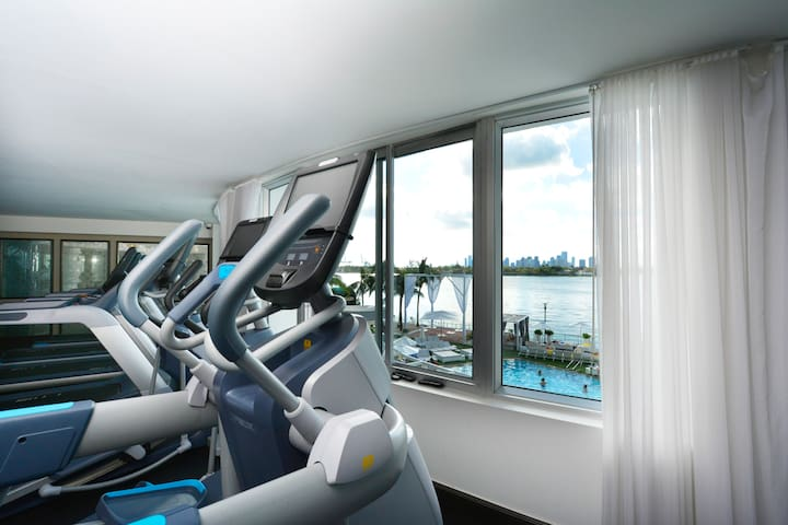 Relax, Pool and Bay View on a 5*Condo Hotel #520
