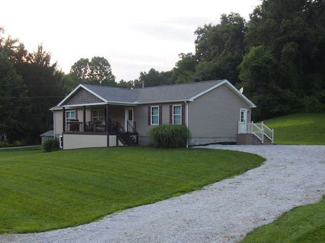 Relaxing Country Home in Ohio! Family Friendly!