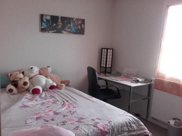 joli chambre confortable