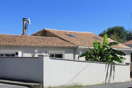 Chambre privative à deux pas d'Angoulême - Champniers - Casa