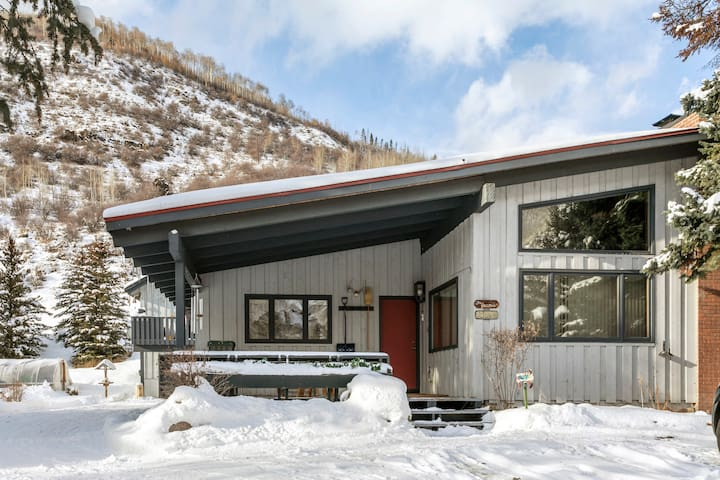 Cozy and Affordable West Vail Home on Free Vail Shuttle Route | Chamonix Ln