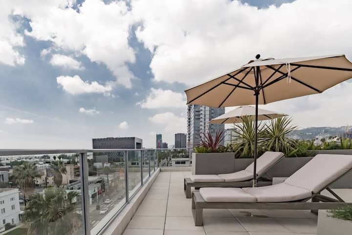 Los Angeles Corporate Stay 30 w/ Park and Top WiFi