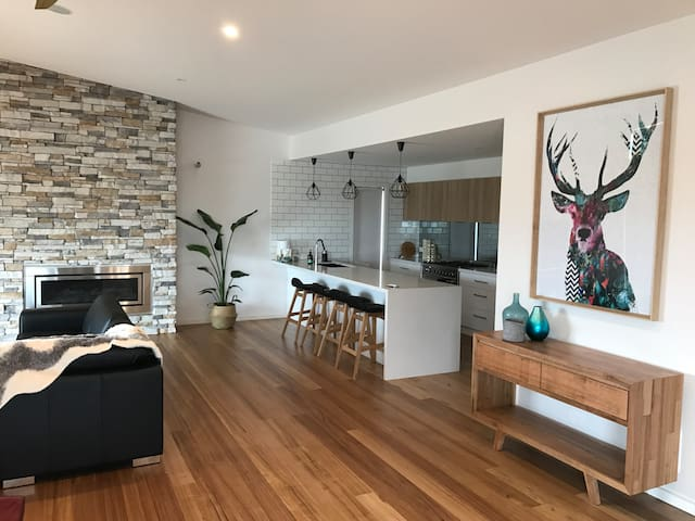Brand new Port home in town centre with views. - Portarlington - Vacation home