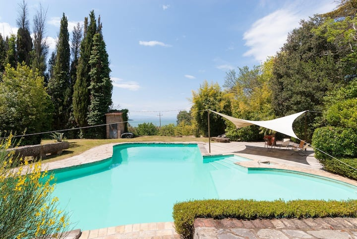 Excellent 7 bedroom Villa in Lake Trasimeno (Q5944
