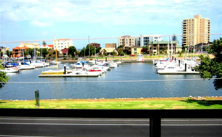 Glenelg North 2 bdrm Marina View Apartment - Glenelg North - Wohnung