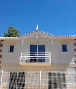 SUITE DE 30 M2 AU CALME +PETIT DEJ +VELOS +PARKING - Arcachon - Villa