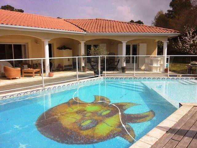 Maison tout confort avec piscine