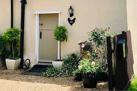 Two bedroom cottage annex with parking and Wi-fi
