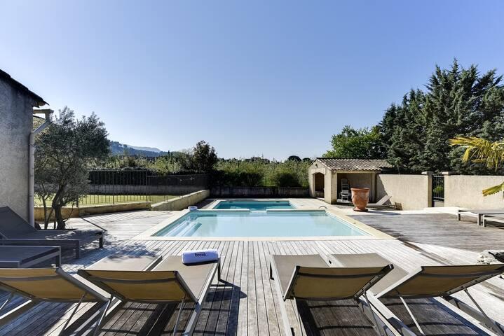 Bastide provençale avec double piscine - Taillades - House