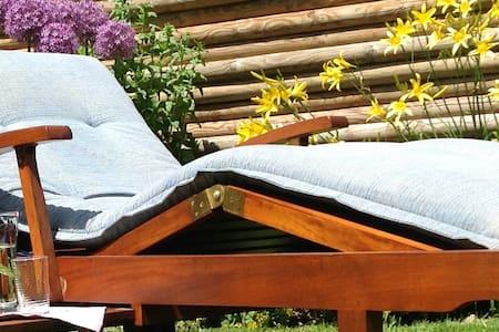 Wohlfühlzimmer für zwei +  Bad + Garten - Kastellaun - Casa