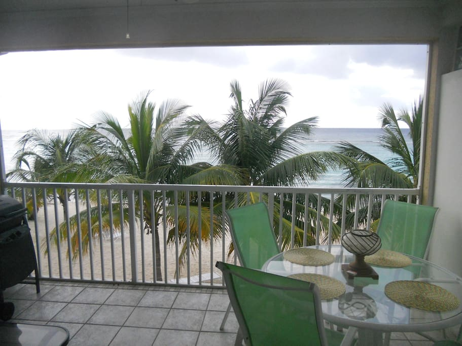 Lanai with Dining table, patio furniture, Grill and amazing sea view