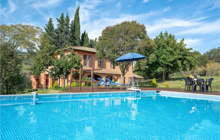 Amazing home in Volterra with Outdoor swimming pool and 4 Bedrooms