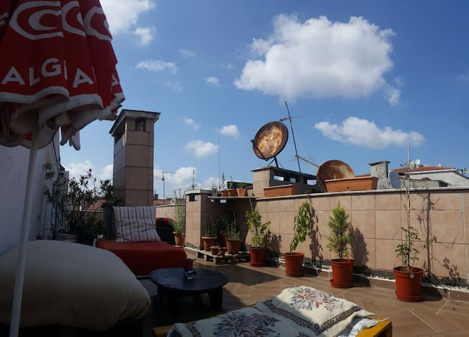Flat with a nice terrace in the center of İstanbul