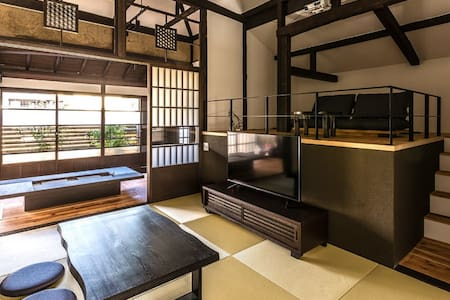 A Japanese house in a nostalgic port city with a loft, big screen, and a wide size cypress bath. Fuji view spot nearb