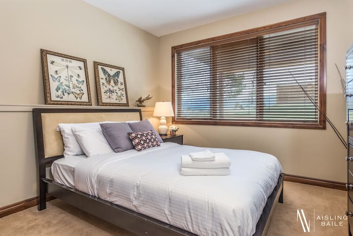 Can you see the deer!? Mountain views and wildlife from this queen size bed in the purple room.
