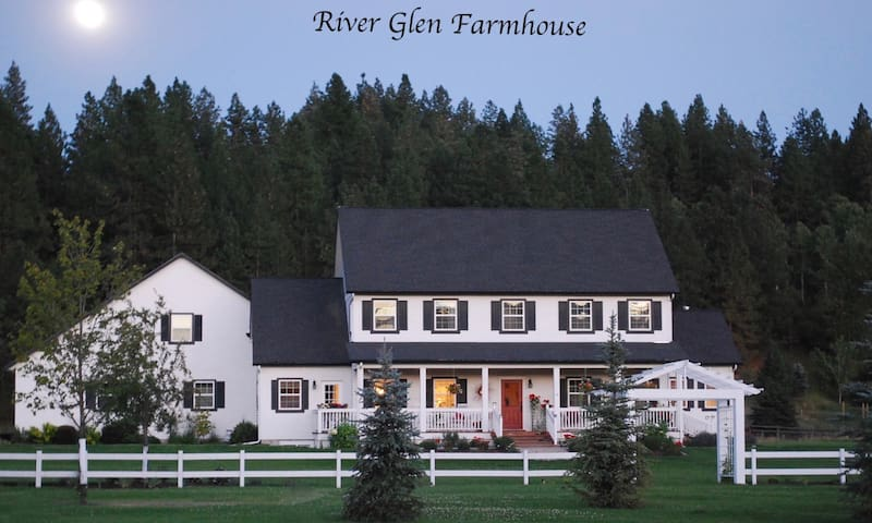 Front of River Glen Farmhouse