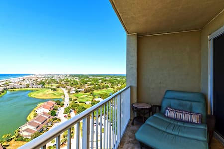 22nd Floor Luxury Ocean View Resort Condo
