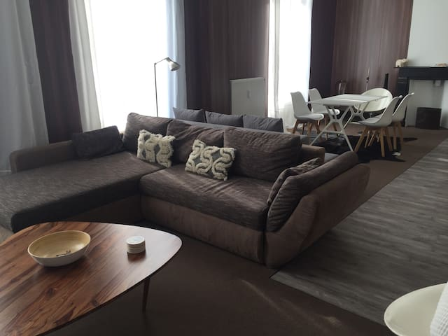 """Warm and classy apartment - """"60's chique"""""""