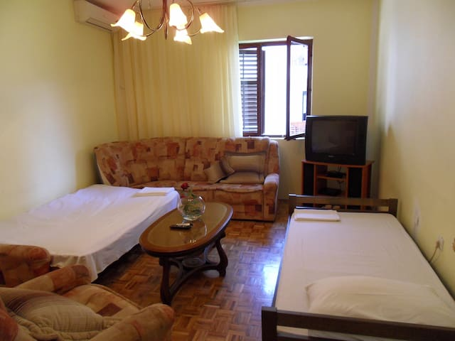 Apartament with garden near beach - Igalo - Byt
