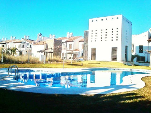 Beautiful 3br-2ba/100m2Beach/Pool/All new/See pics