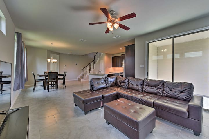 Rosenberg Townhome by Brazos Town Center!