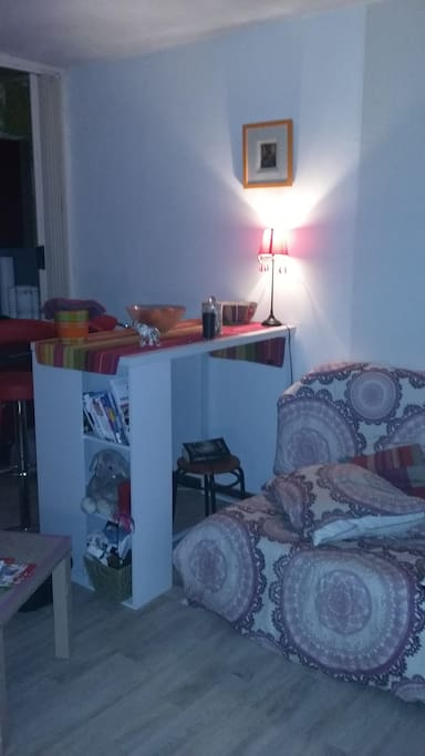 Bar avec 2 chaises hautes
