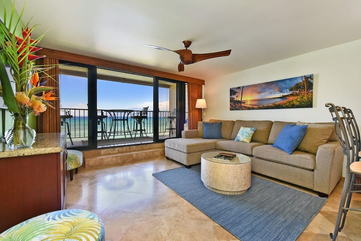 Stunning! Remodeled!Oceanfront! Close to Kaanapali