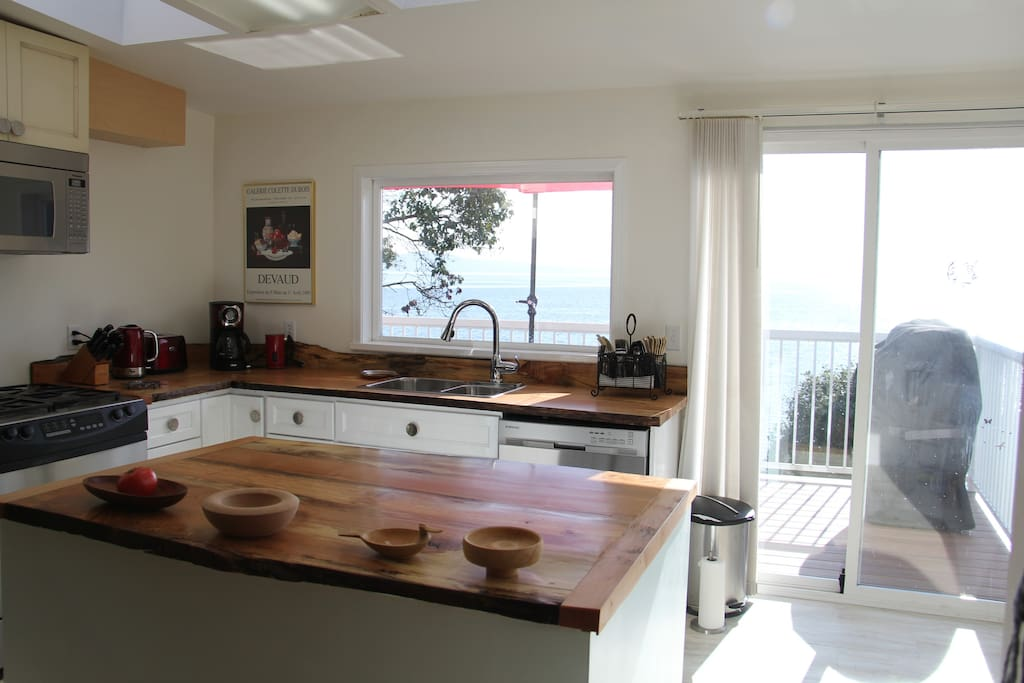 Live-edge counters with stainless steel appliances