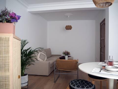 Newly refurbished, stylish flat next to the sea