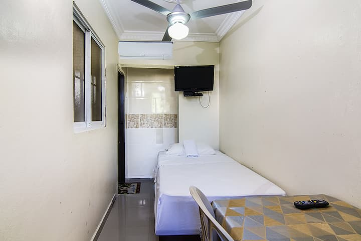 Small studio  kitchenette Near Airport & Aquarium