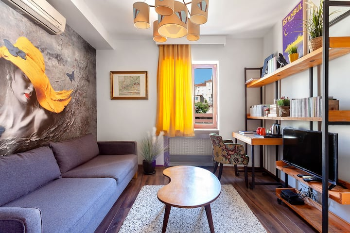 Cozy and Historical Flat in the Centre | B11
