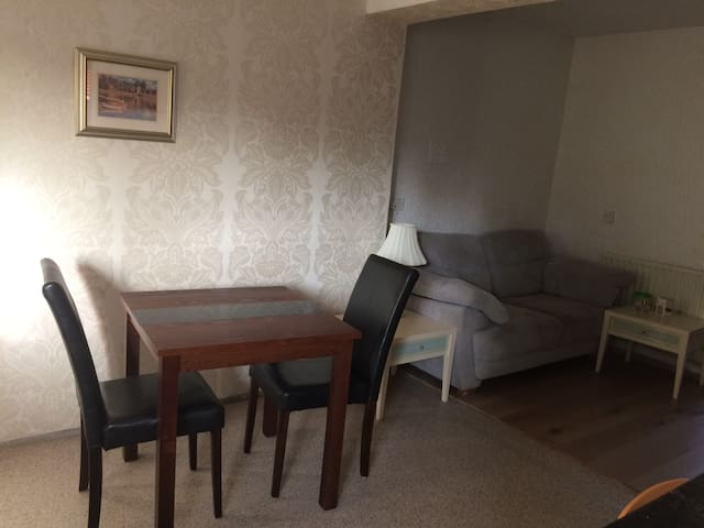 cozy  private room in So16 near General Hospital