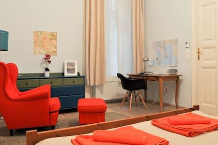 2 rooms apartment with AC -- Unbeatable location! - Apartemen